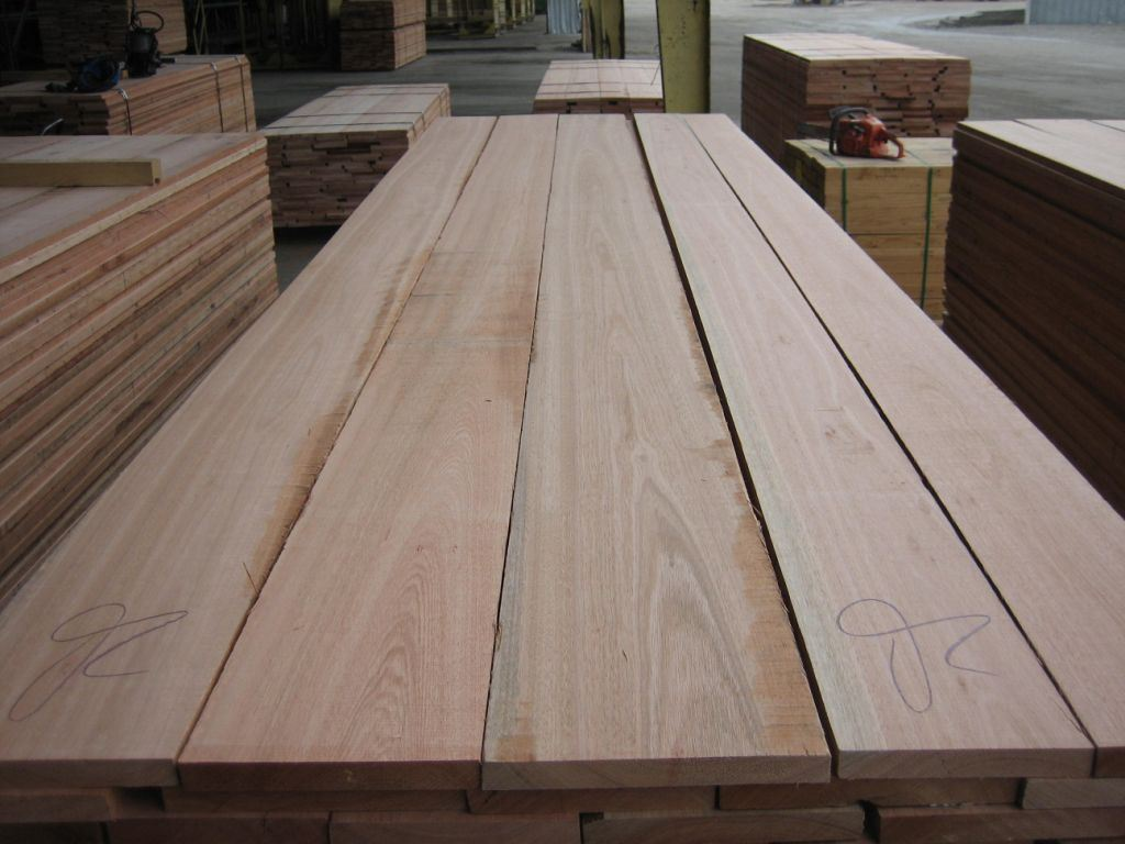 Could Red Grandis be a good hardwood lumber substitute for